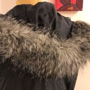 Columbia Jackets & Coats - 💥Columbia💥 Fleece lined Parka jacket fur hood